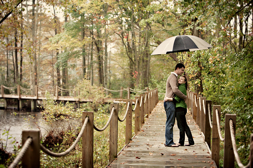 Images Of Lovers In Rain: Rainy Day Engagement Photo Shoots