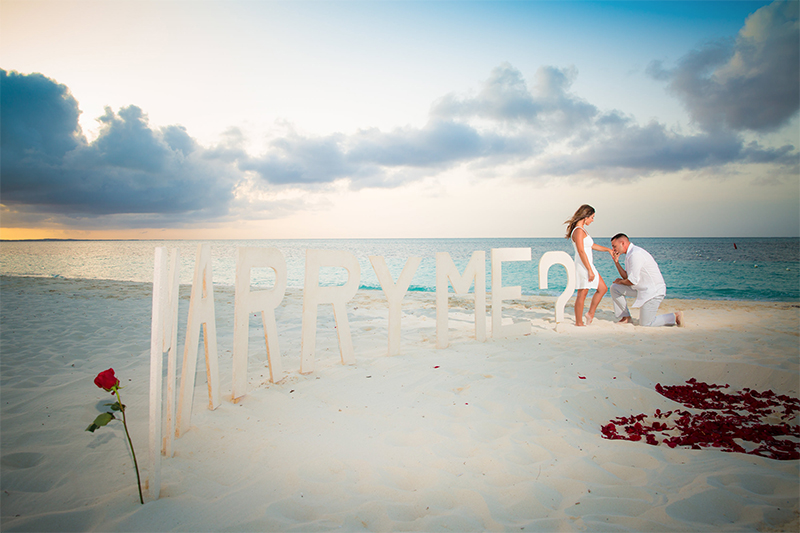 marry me beach proposal love